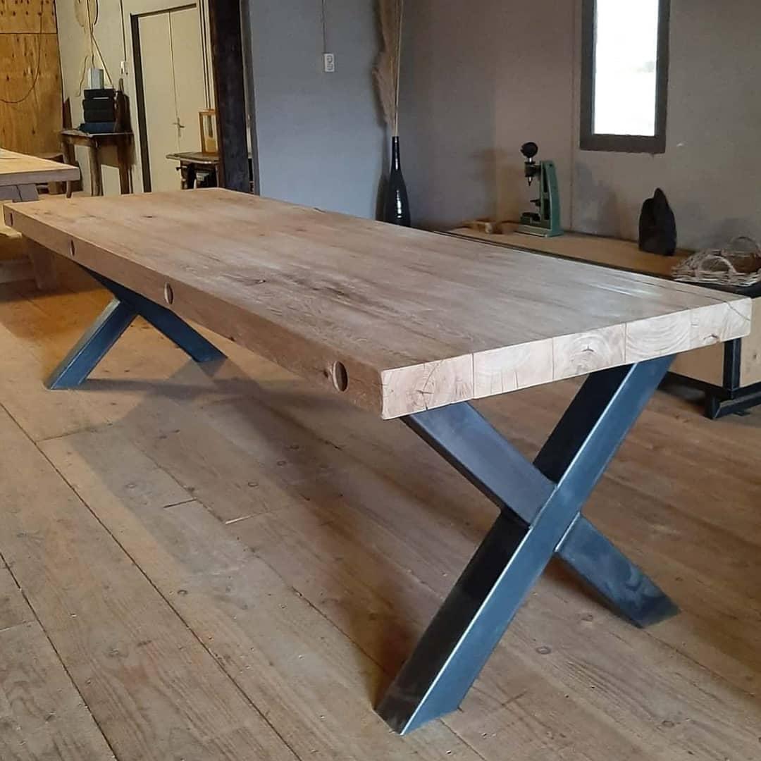 Eiken tafel met industriele X poten