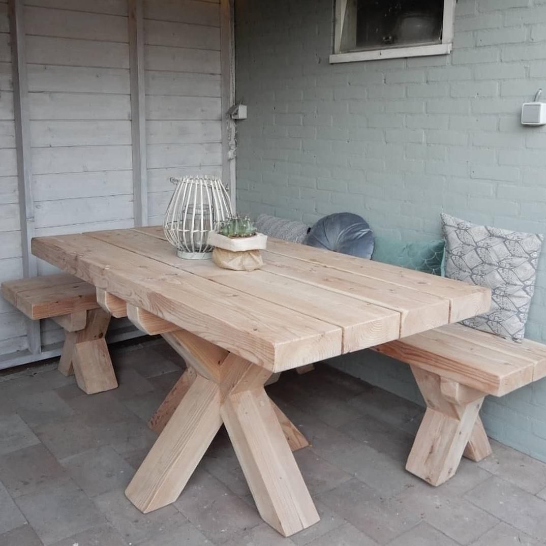 Tuinset Larikshout, tafel dubbele kruispoot met een hoekbank