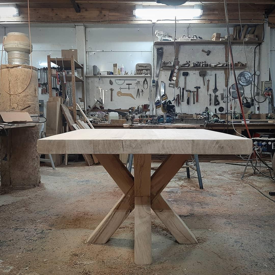 Eiken tafel dubbele kruispoot